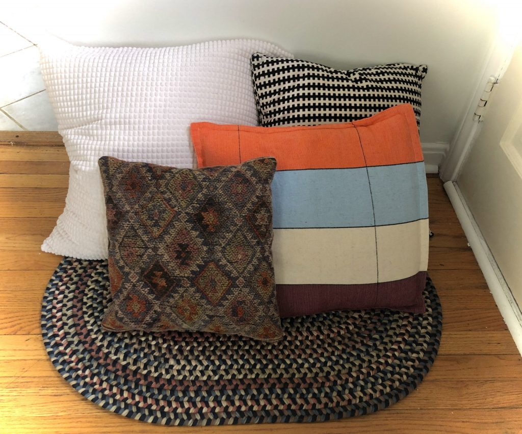 mix and match throw pillows combo mixing patterns